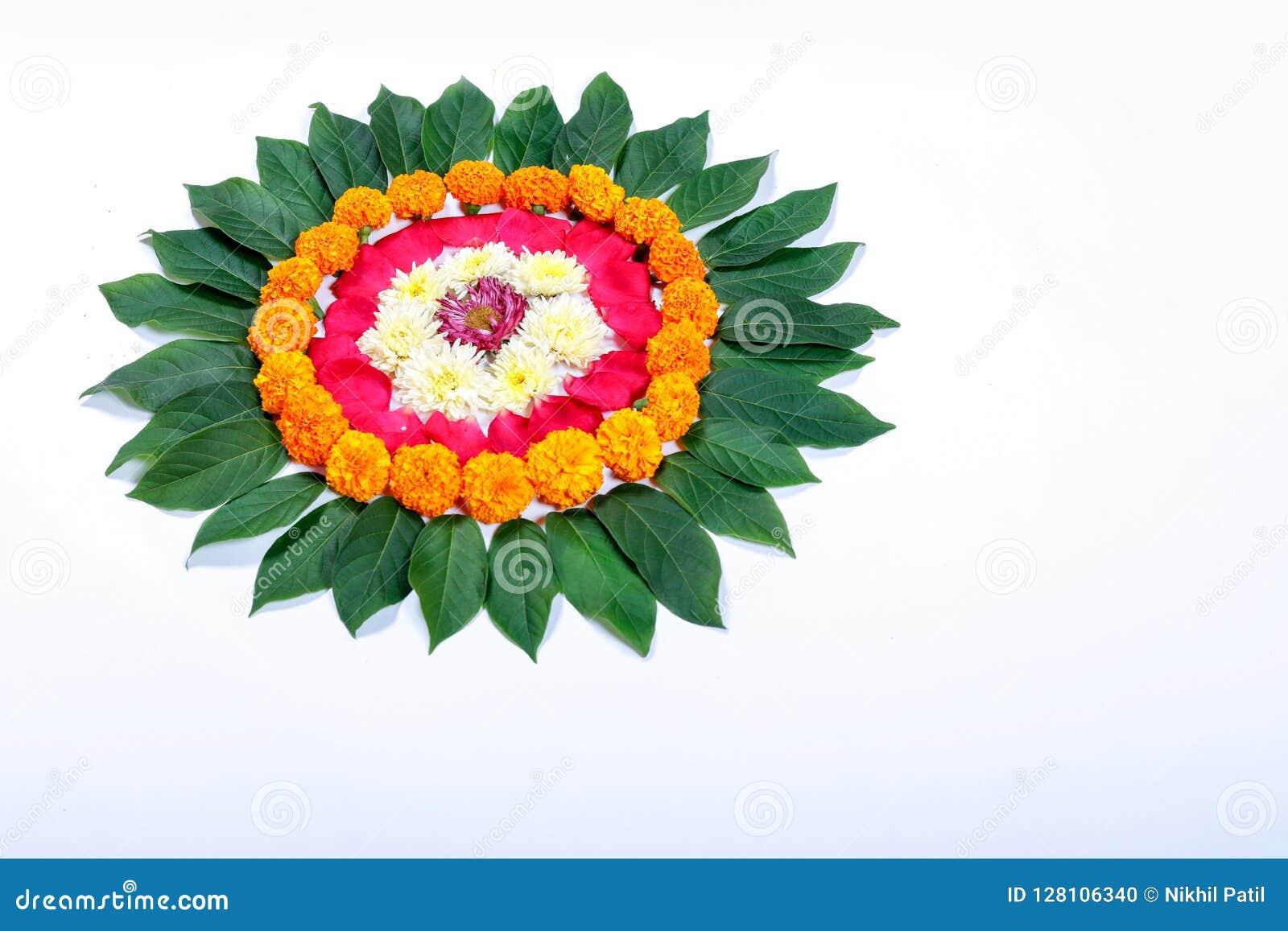 Progettazione di rangoli del fiore del tagete per il festival di Diwali, decorazione indiana del fiore di festival