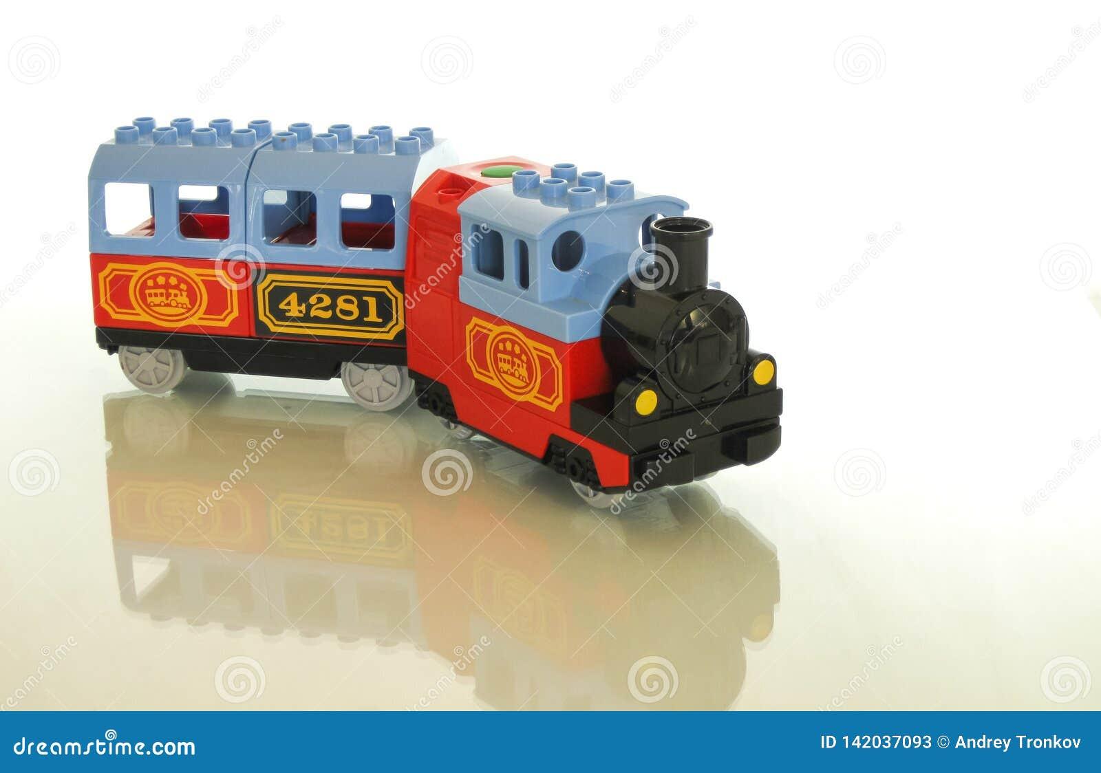Progettista e treno - una grande combinazione per un giocattolo