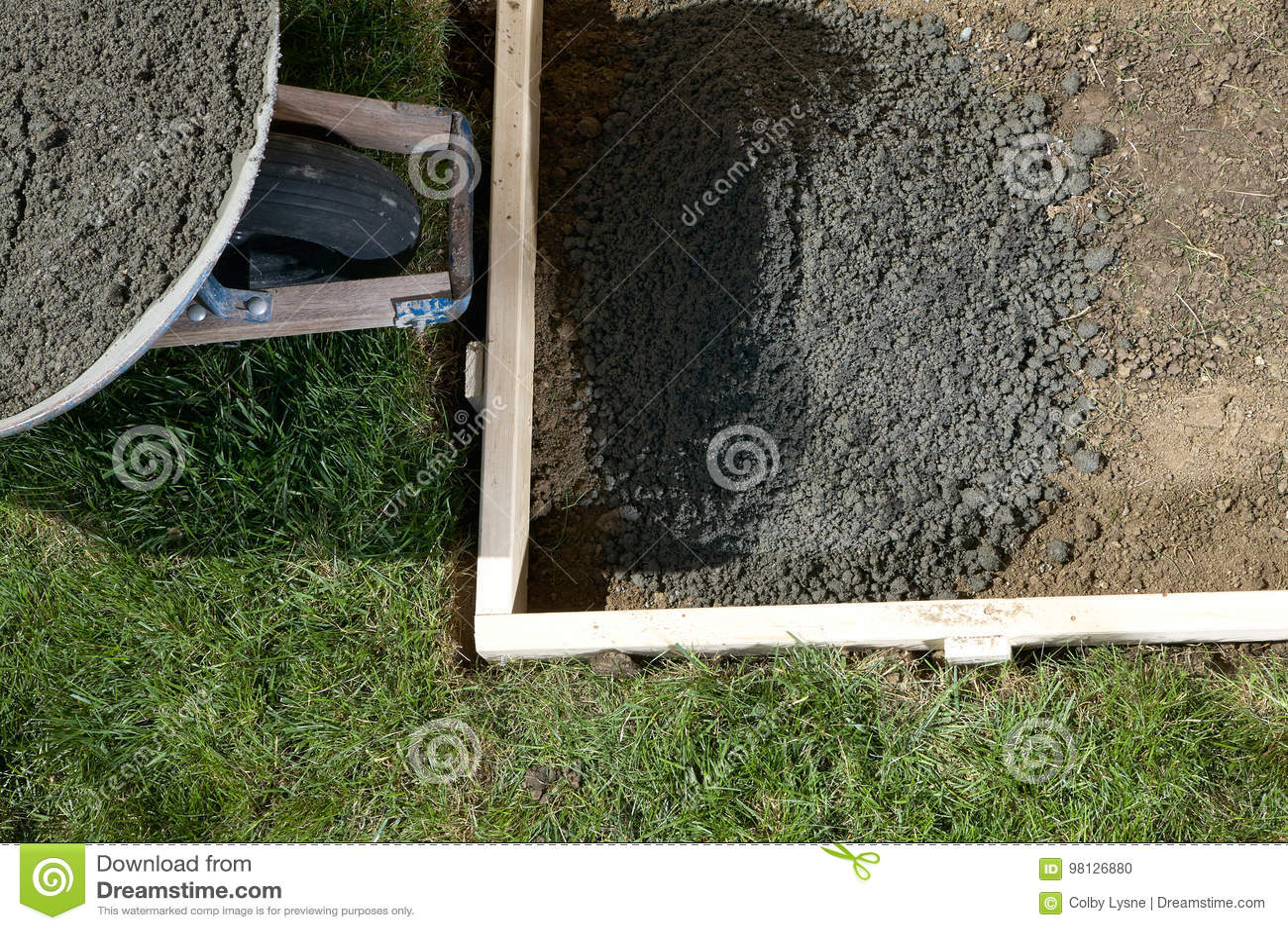 Progetto concreting domestico del cortile con cemento for Progetto domestico