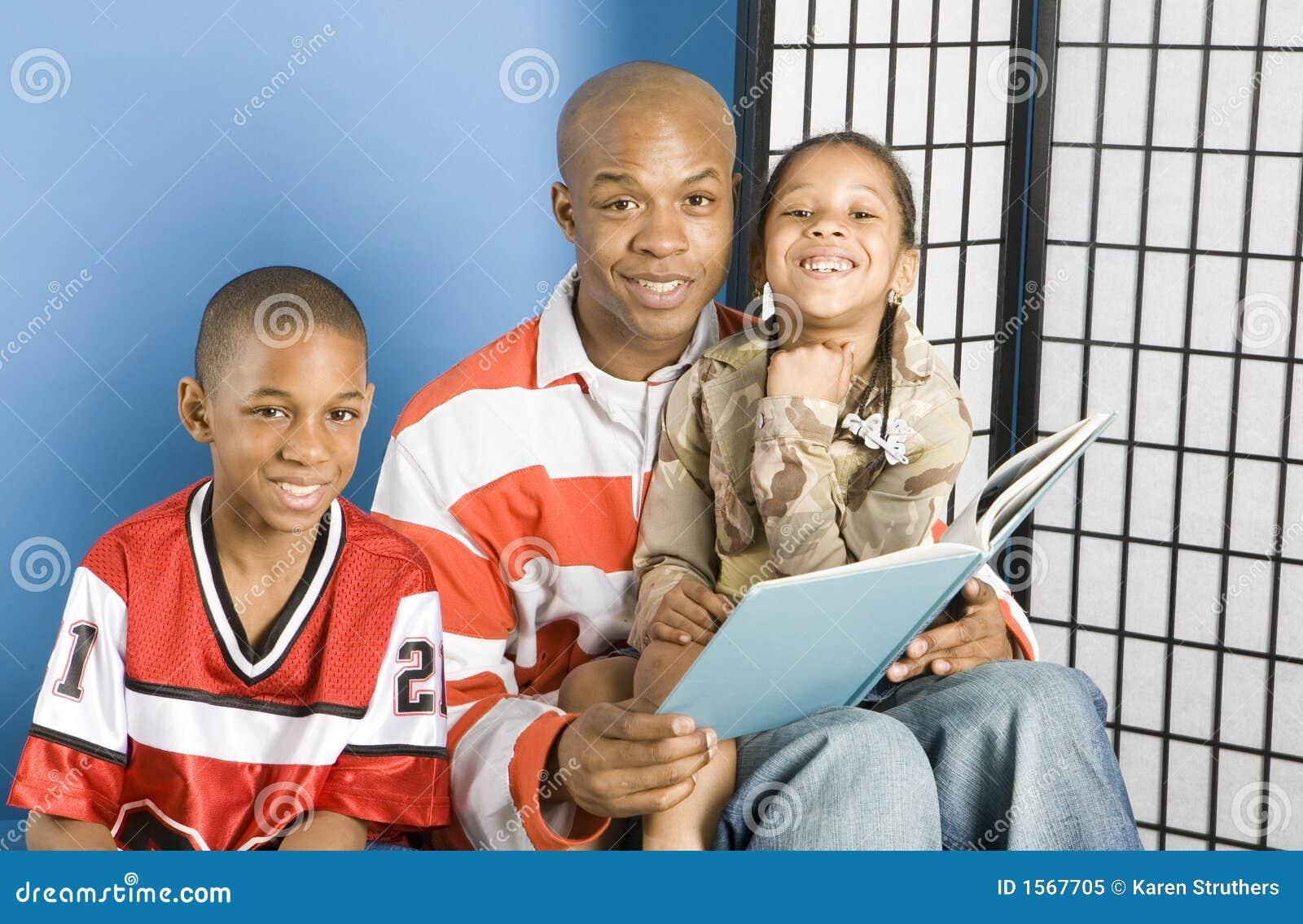 Programas de lectura sonrientes de la historia