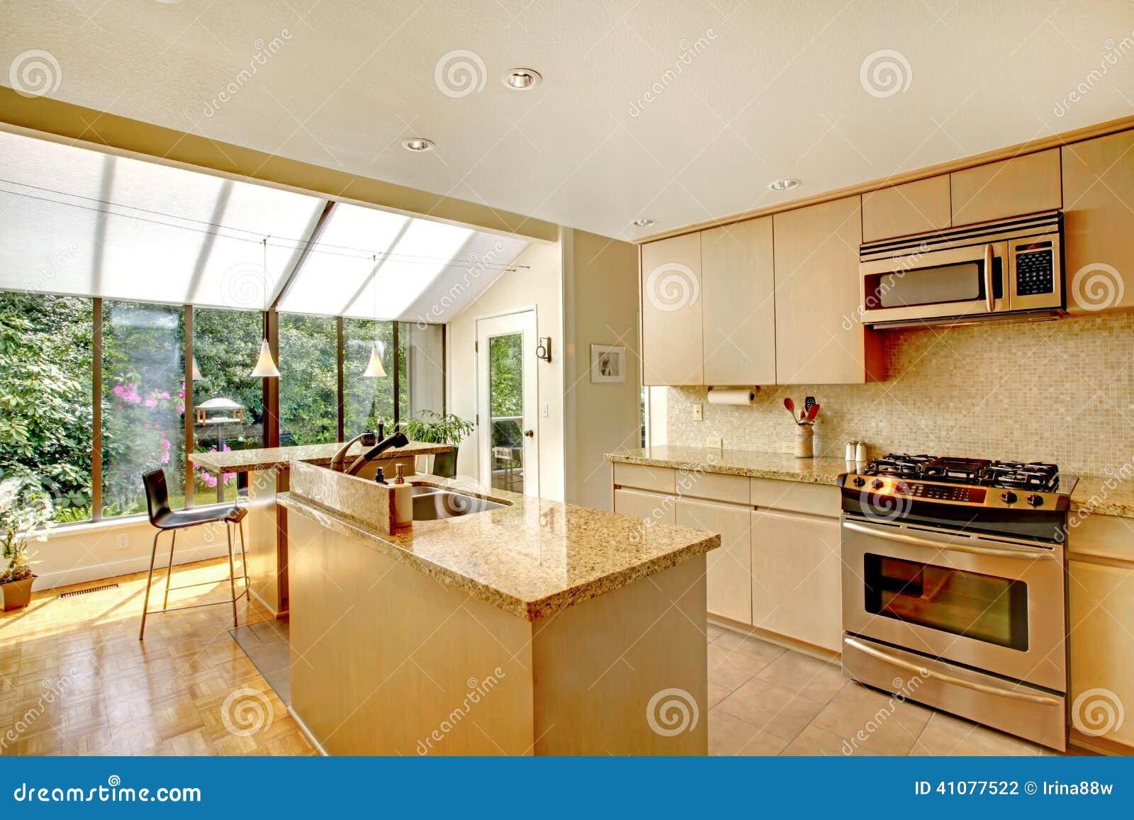programma di pavimento aperto cucina e portico schermato