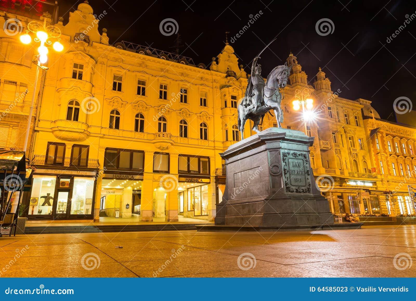 Proiba o monumento de Jelacic no quadrado de cidade central (bana Jelacica de Trg)
