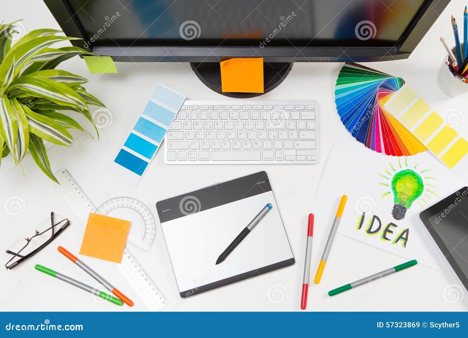 Download Projektant Grafik Komputerowych Przy Pracą Charakterystyczny Kolor Druku Prasy Przemysłu Obrazu Pre Próbki Obraz Stock - Obraz złożonej z digitalis, kolorystyka: 57323869