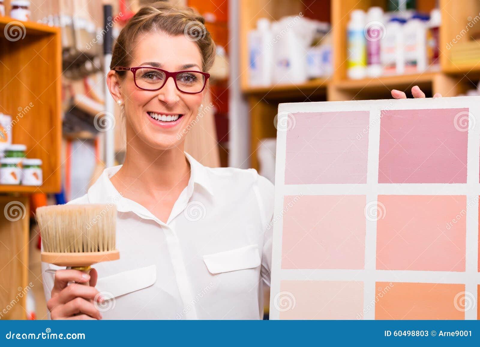 Projektant Wnętrz z farby próbki kartą