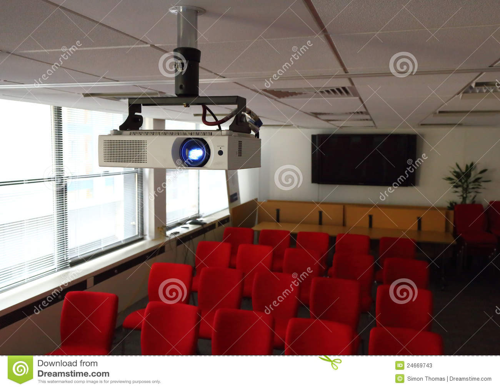 Projektor im Konferenzsaal