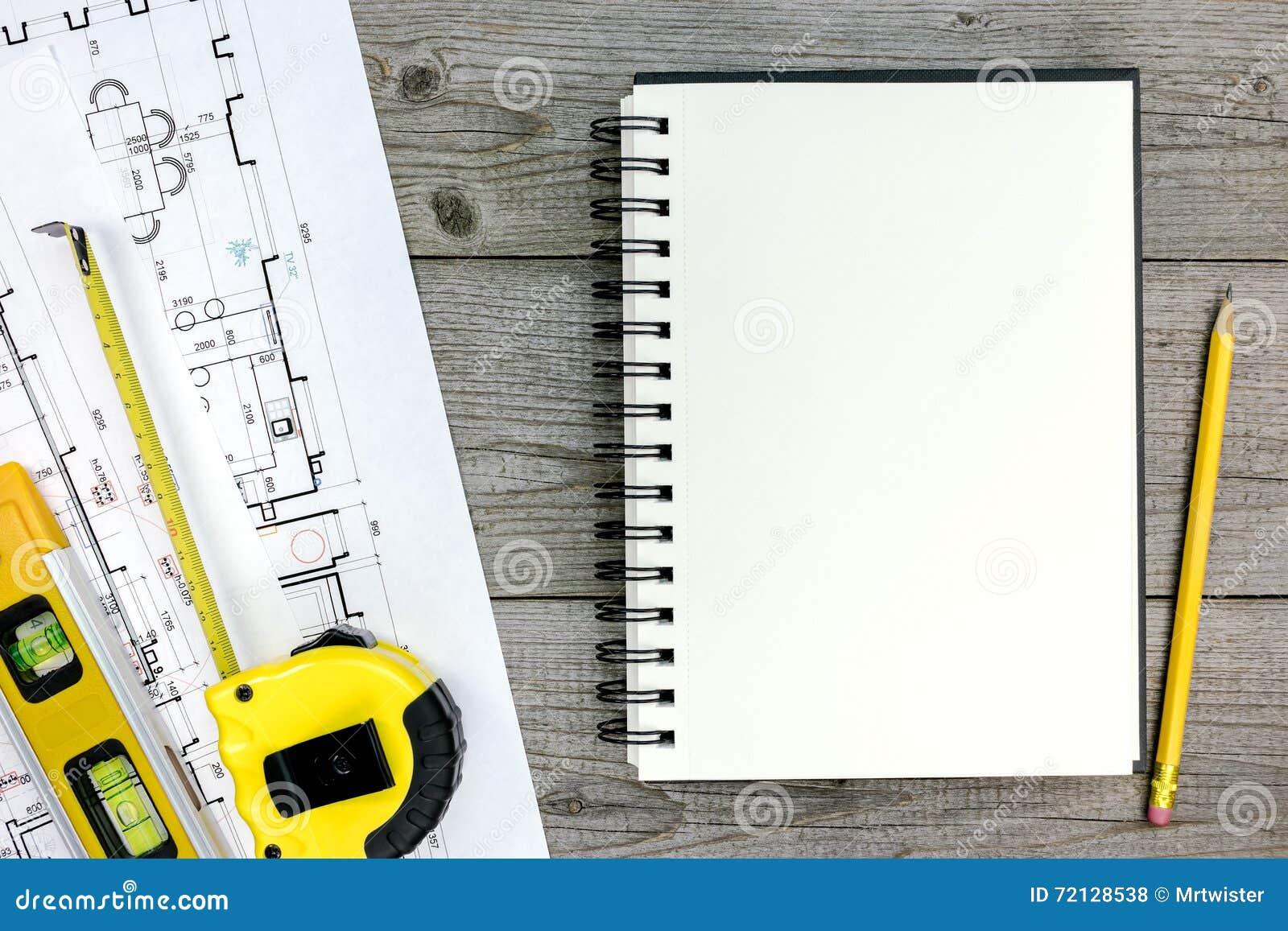 Projet Architectural Avec Les Outils Et Le Bloc Notes Sur Le Bureau