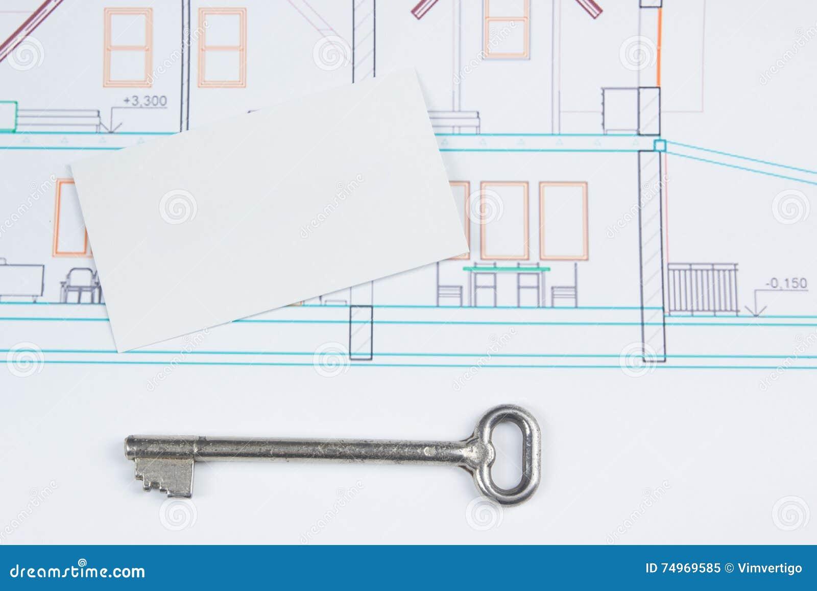 Projet Architectural Modles Cl Argente Avec Le Chiffre De Maison Et Carte Visite Professionnelle Vierge Sur Fond En Bois Concept 6