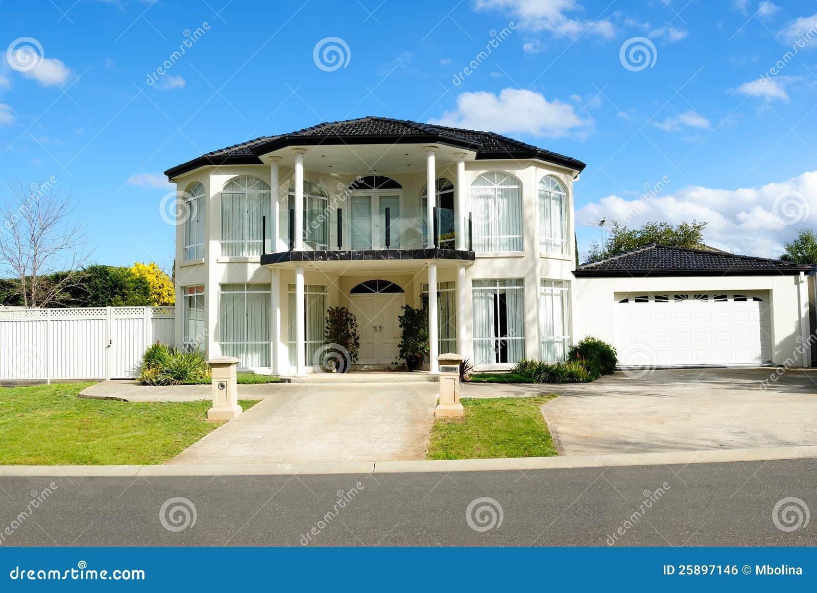 Projeto Contemporâneo E Elegante Da Casa Imagem de Stock Royalty Free  #0B6FC0 1300 960