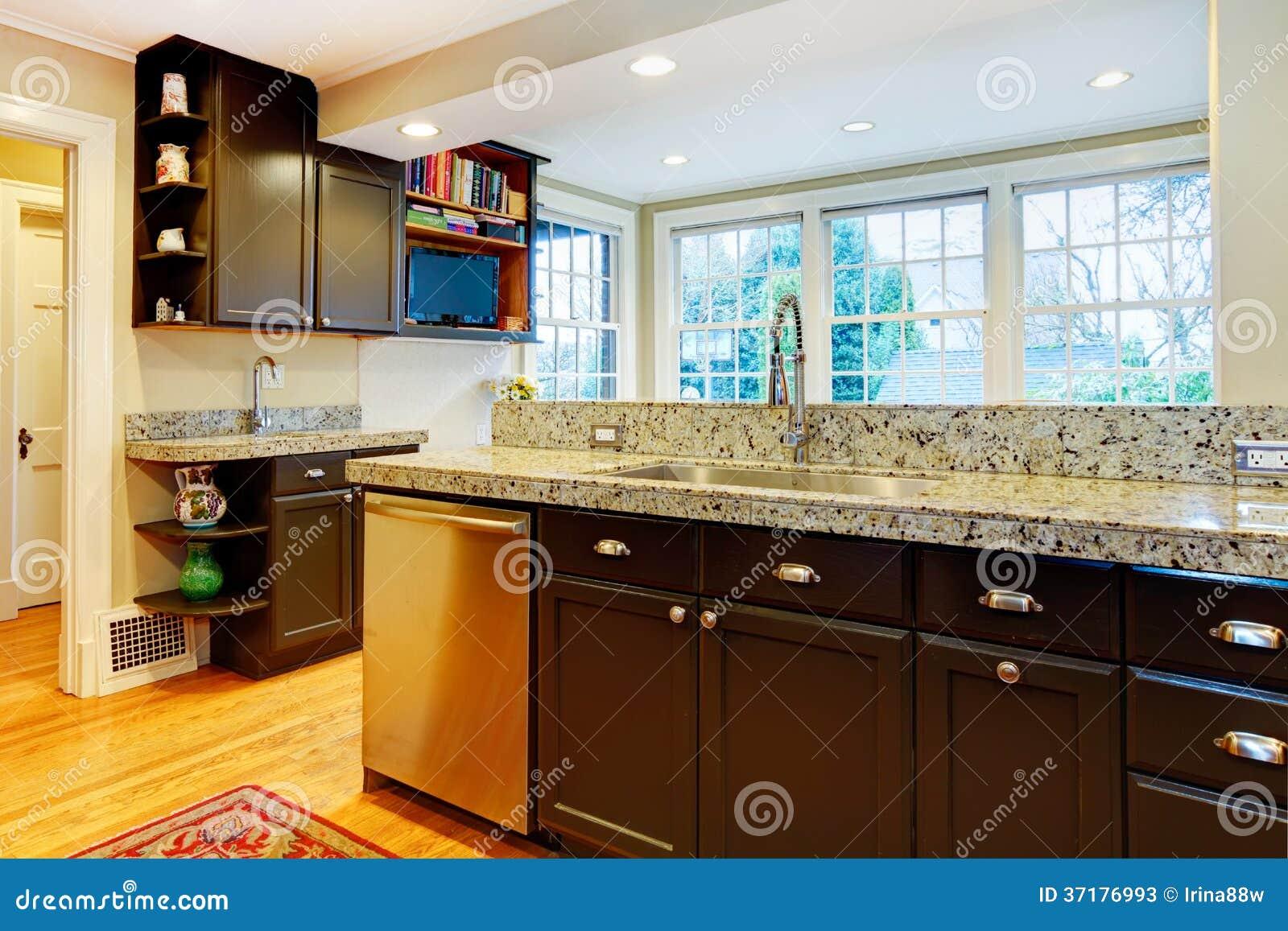 Fotos de Stock: Projeto da cozinha. Armários de madeira pretos parte  #BF880C 1300 957