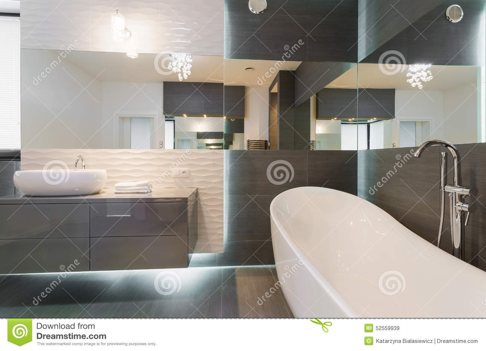 #7A6851 Projeto Moderno Impressionante Do Banheiro Foto de Stock Imagem  1300x957 px projeto banheiro banheira