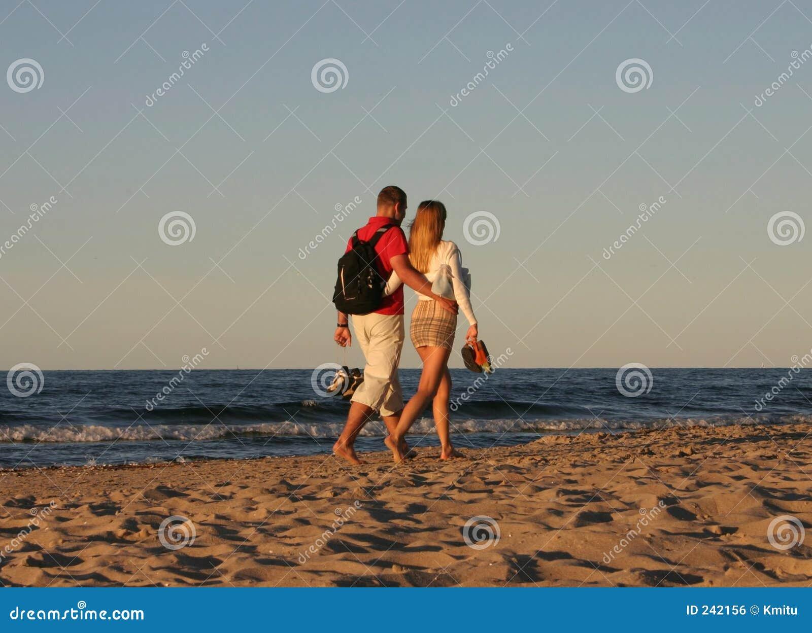 Promenad för 2 strandpar