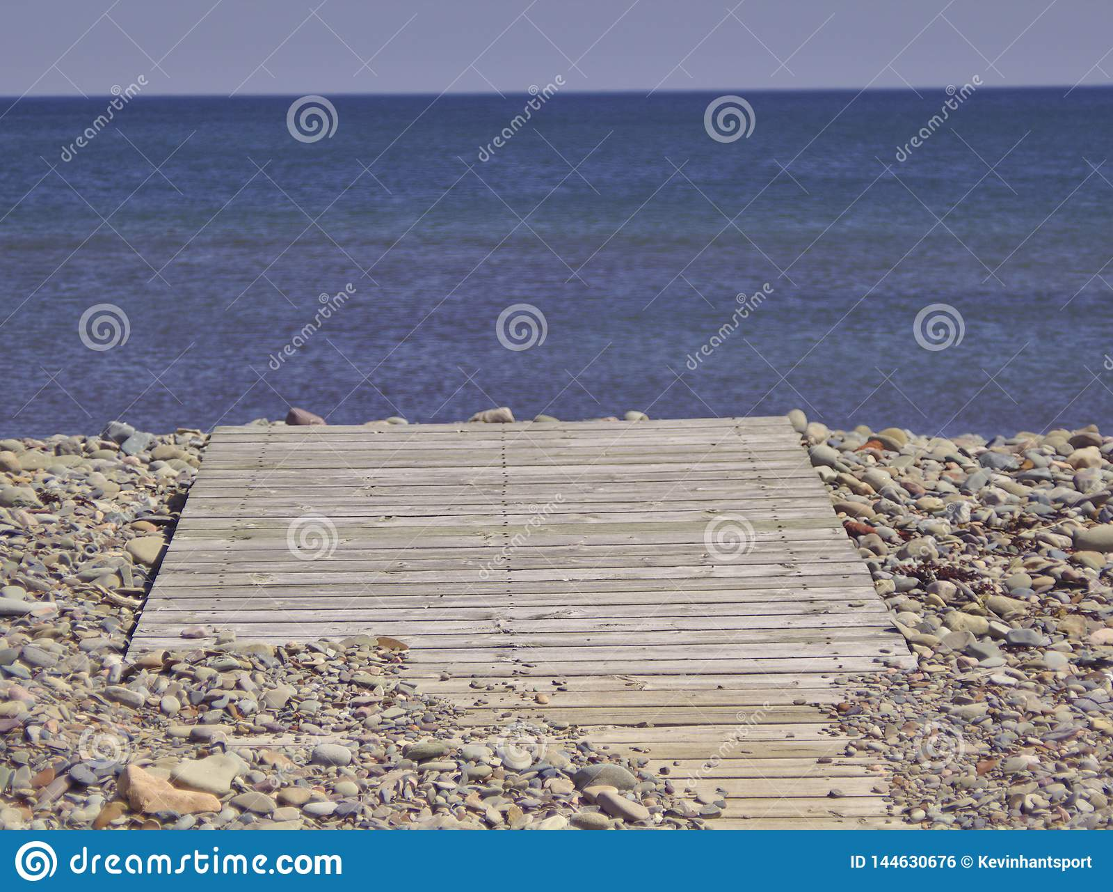 Promenade aan blauwe overzees 3574