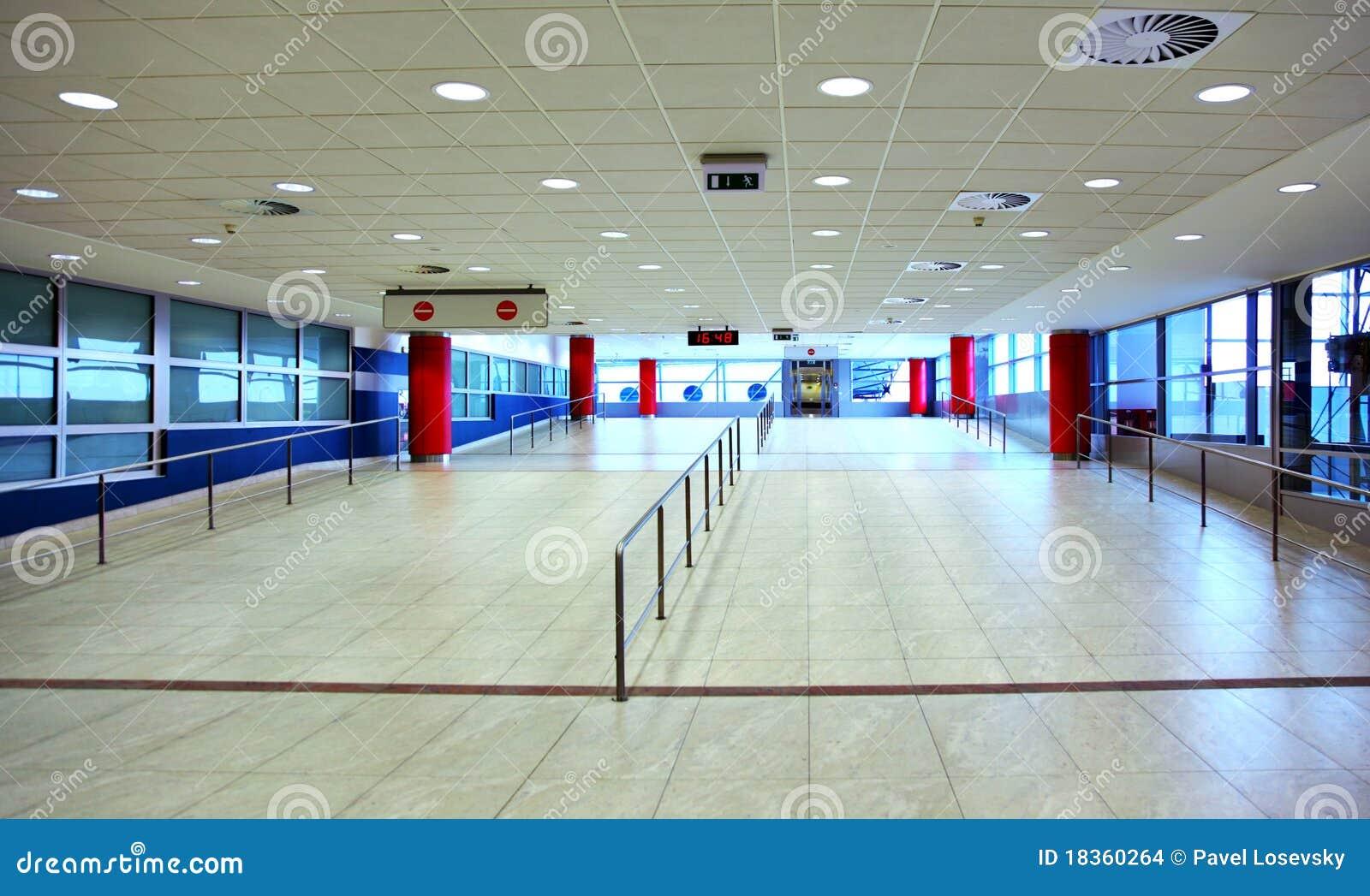 Promenade avec l 39 encavateur d 39 chelle dans le hall vide for Le vide interieur