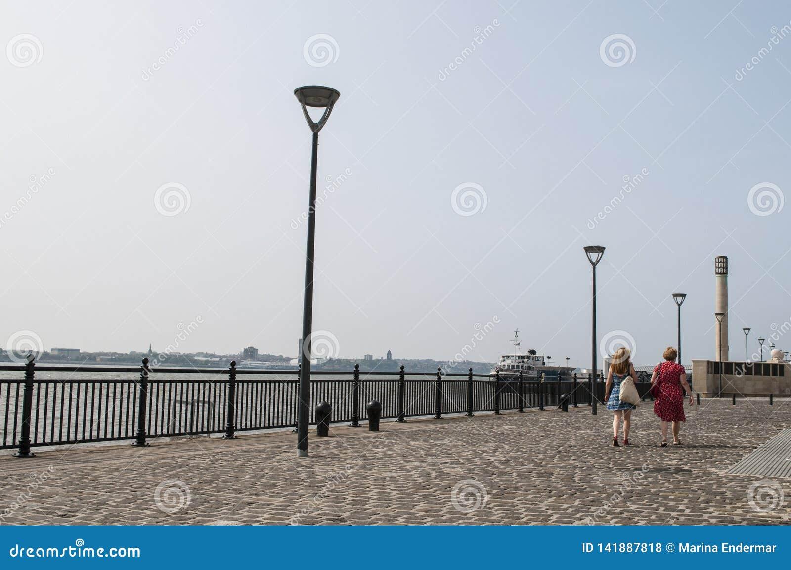 Promenade in Liverpool-Ufergegend, Großbritannien