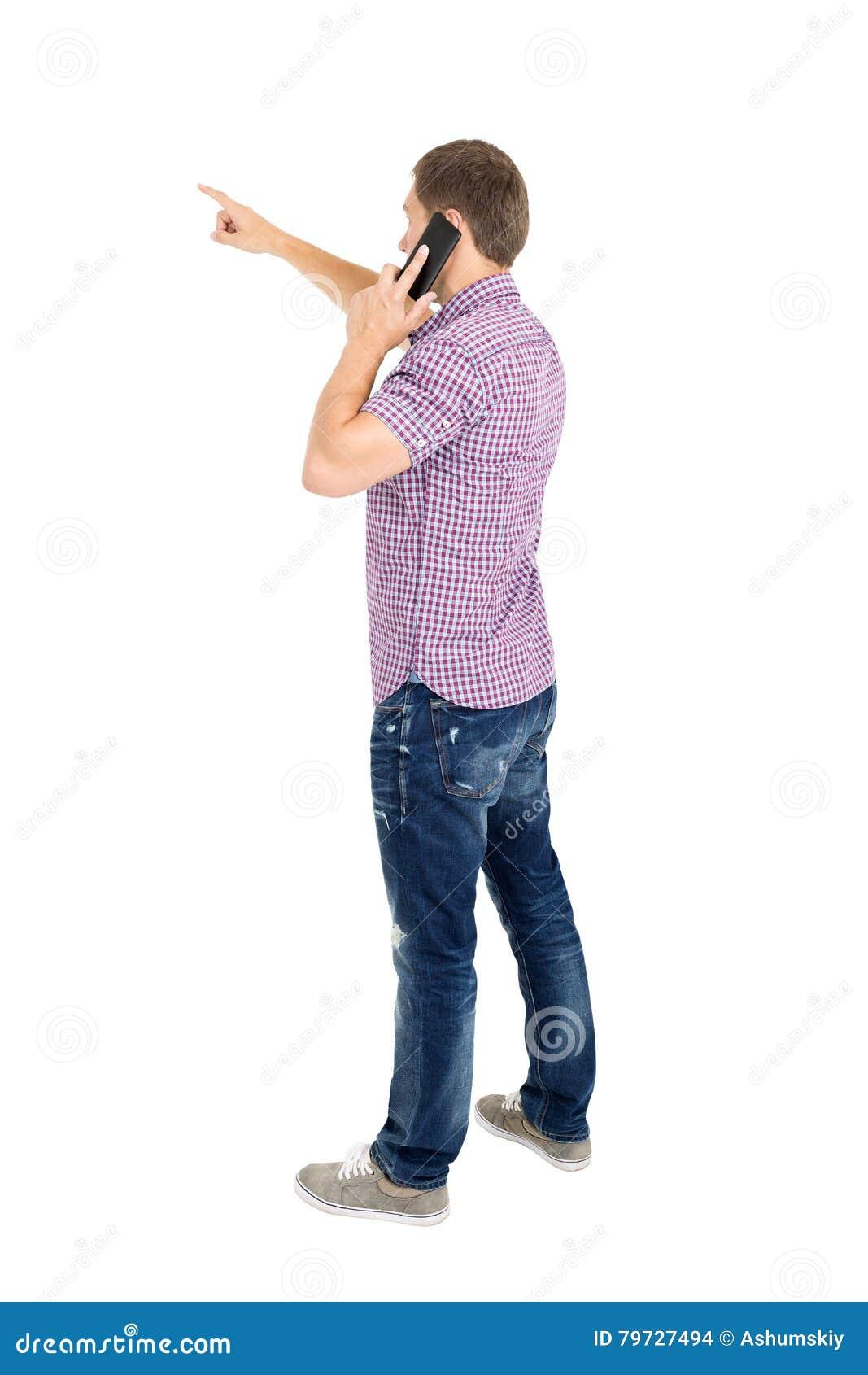 Propósito trasero de señalar a los hombres jovenes que hablan en el teléfono