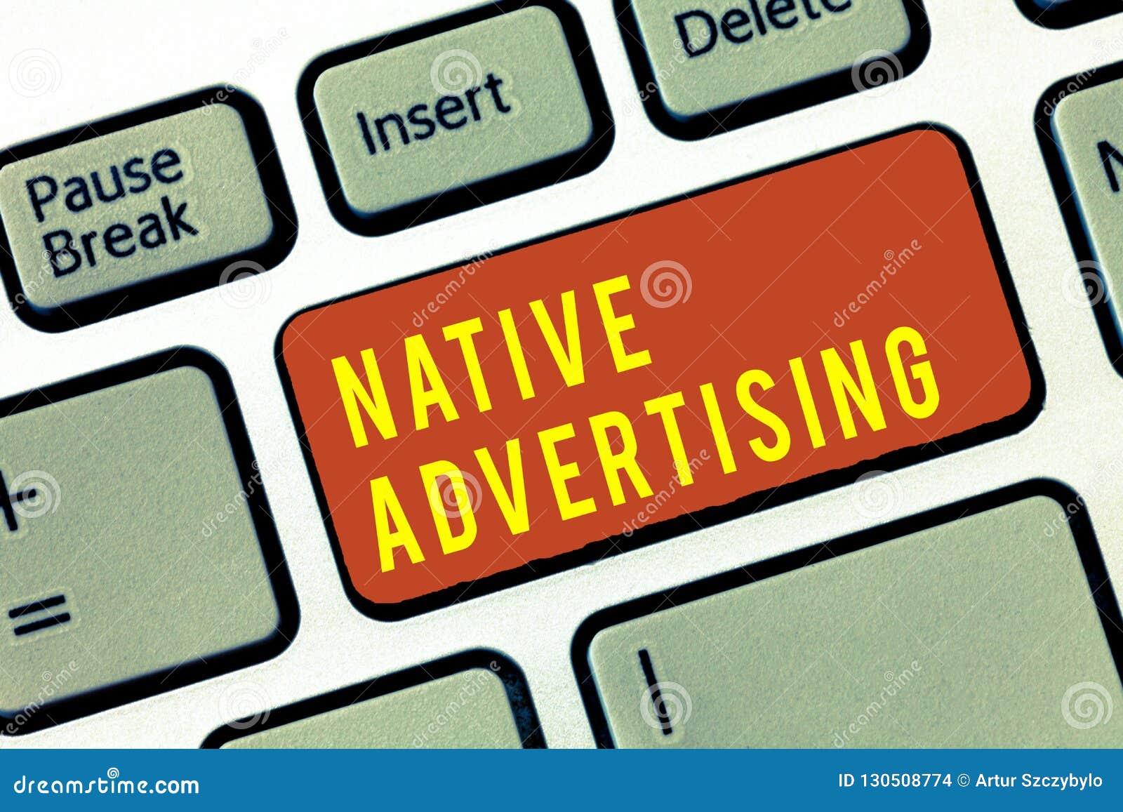 Propaganda nativa do texto da escrita O conceito que significa anúncios pagos em linha combina a função do formulário do Web page