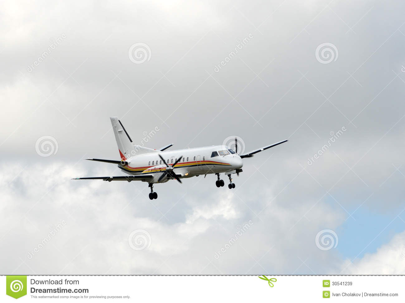 Propeller airplane approach for landing