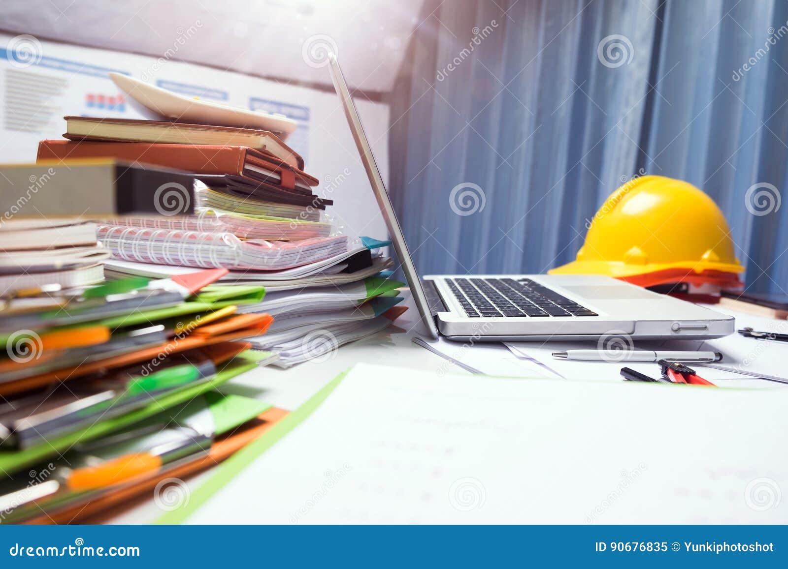 Propiedad que dirige la tableta de trabajo del escritorio del contratista con madera ho
