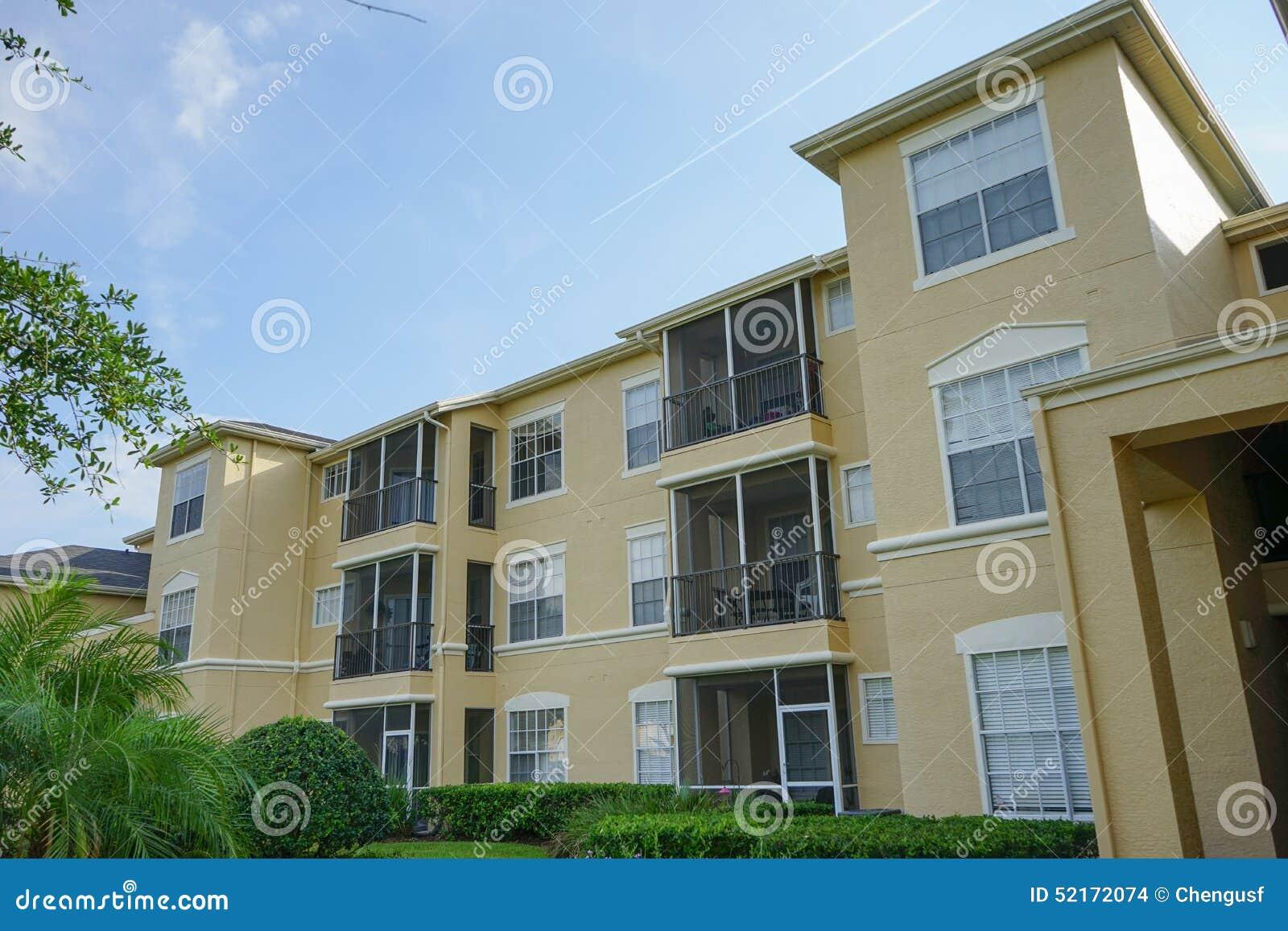 Propiedades horizontales o apartamentos amarillos