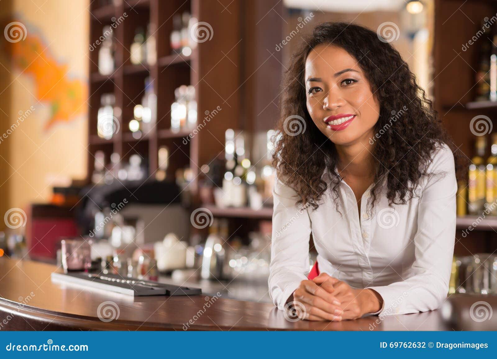 Propriétaire féminin de barre