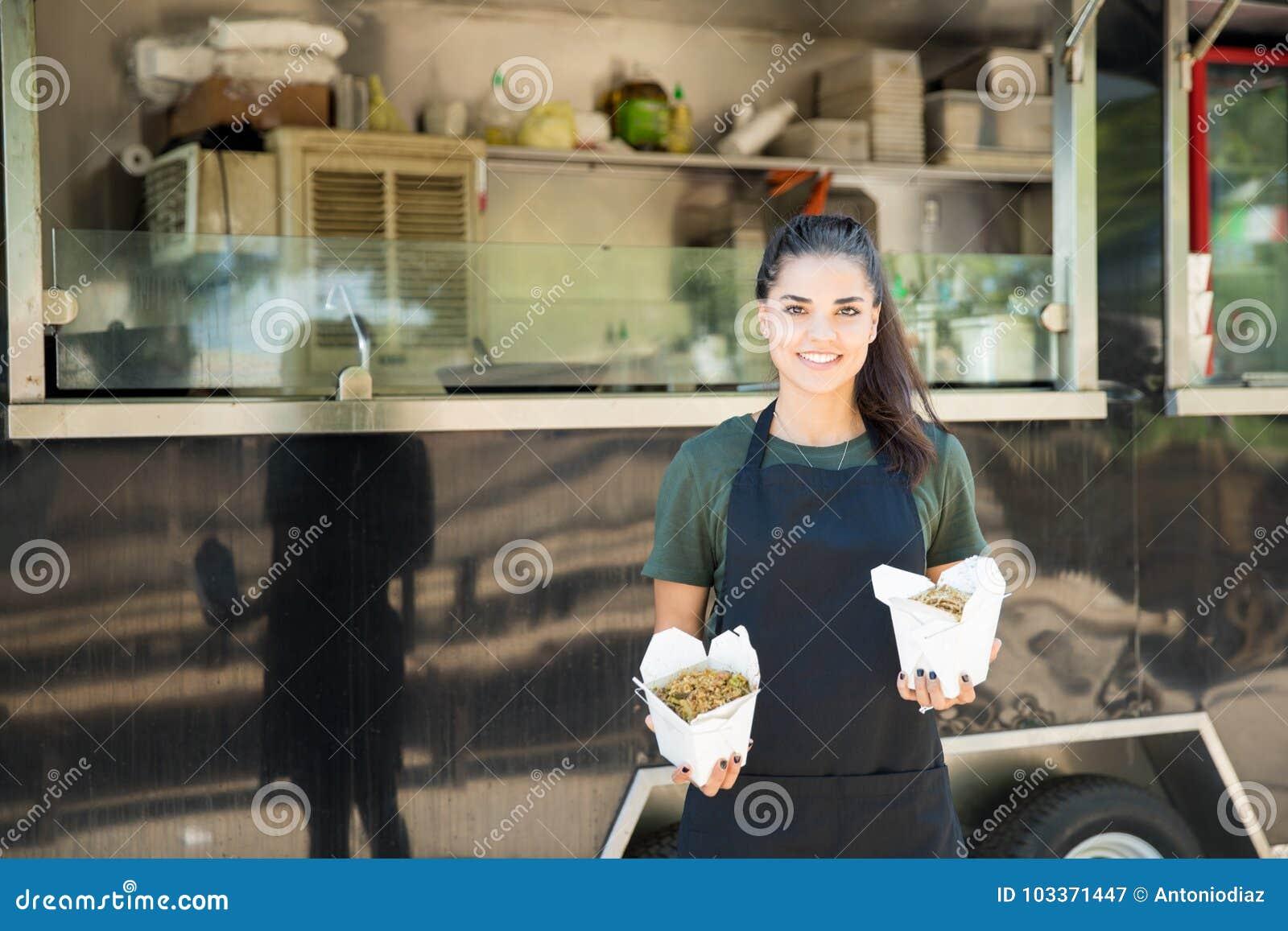 Proprietário oriental do caminhão do alimento