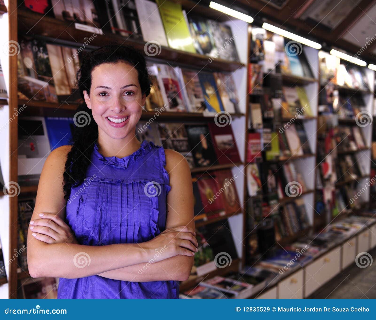 Proprietario felice di una libreria