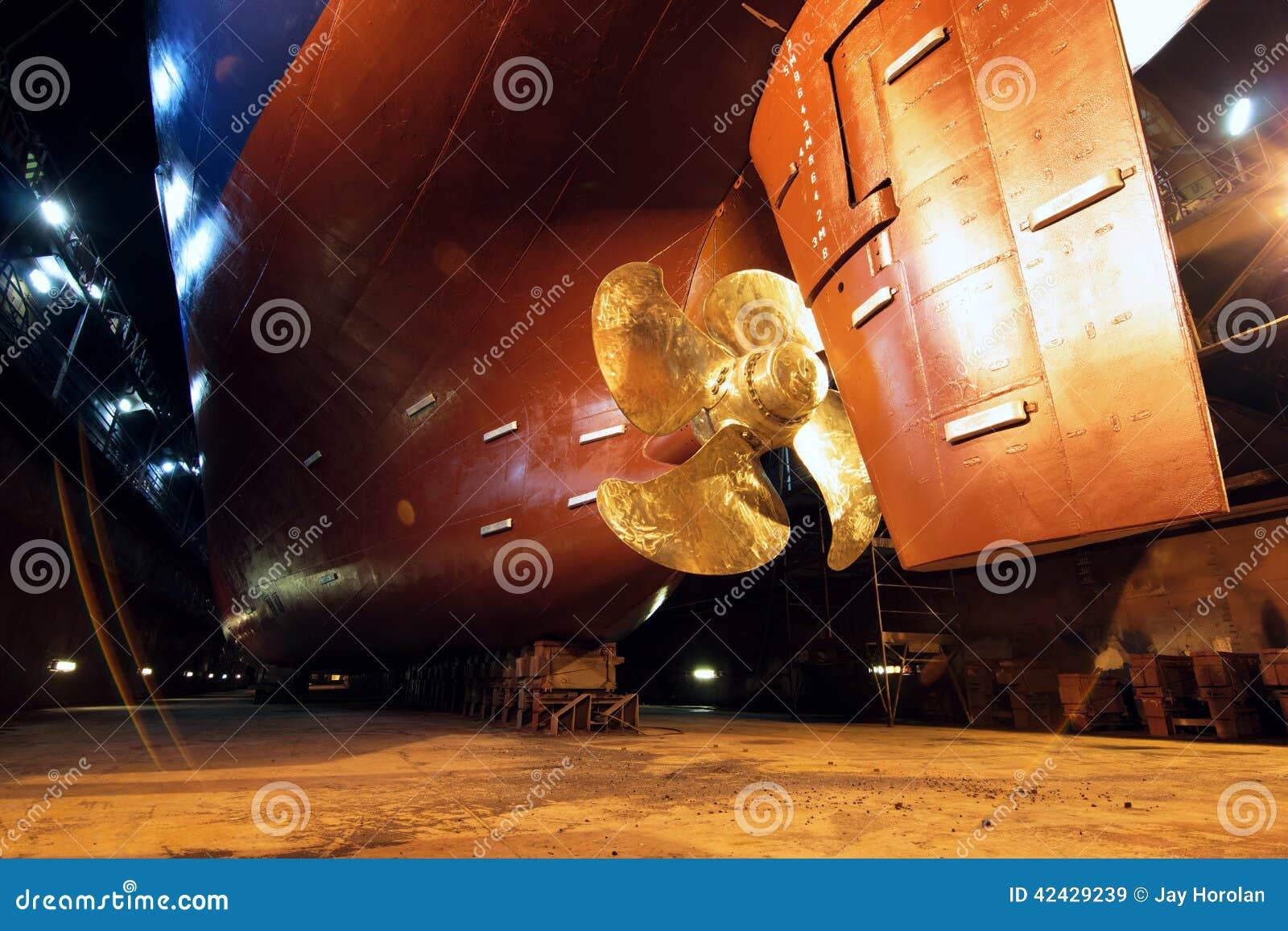 Propulsor y timón de la nave