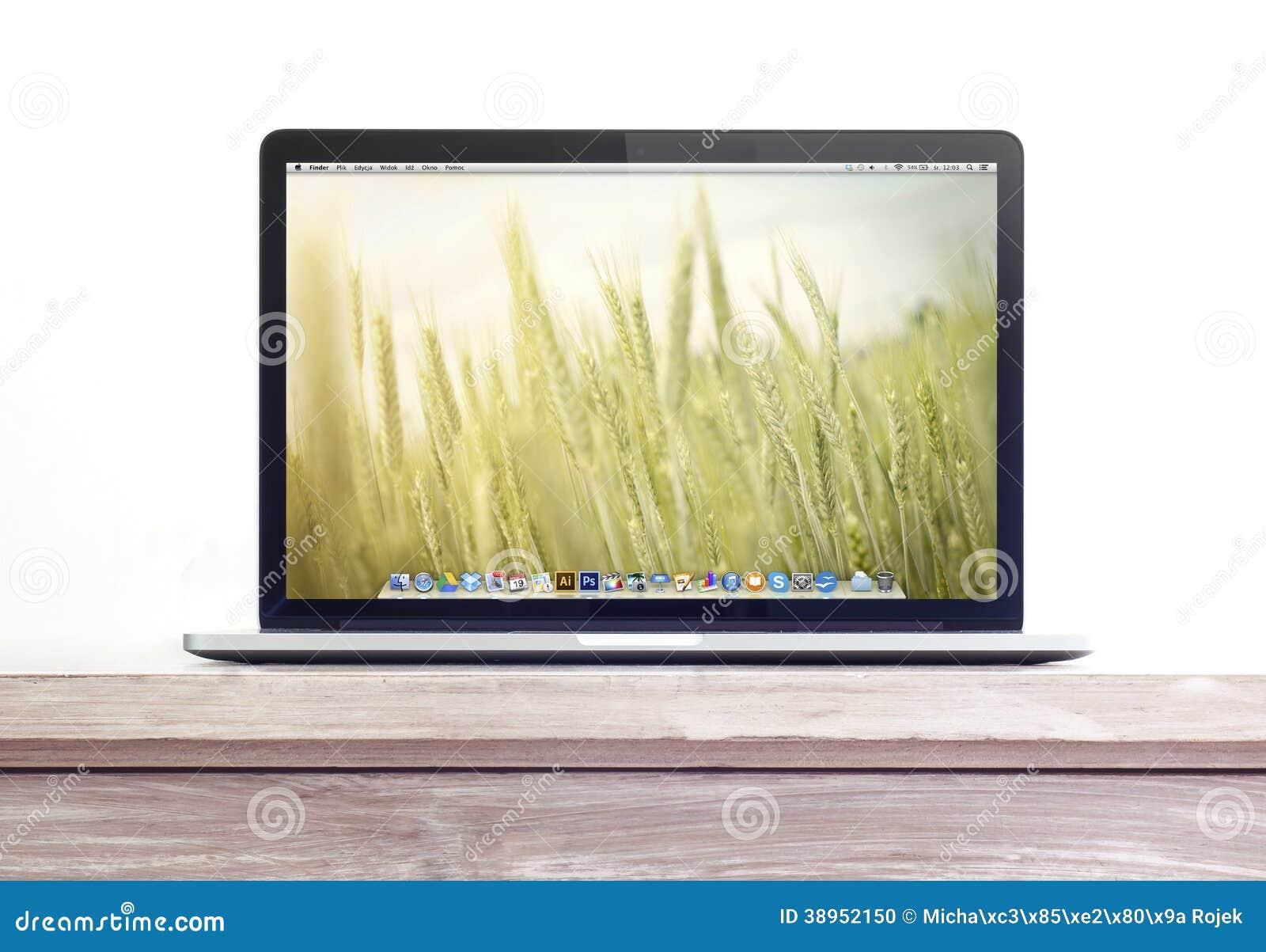 Proretina macbook auf dem schreibtisch redaktionelles bild for Schreibtisch yosemite