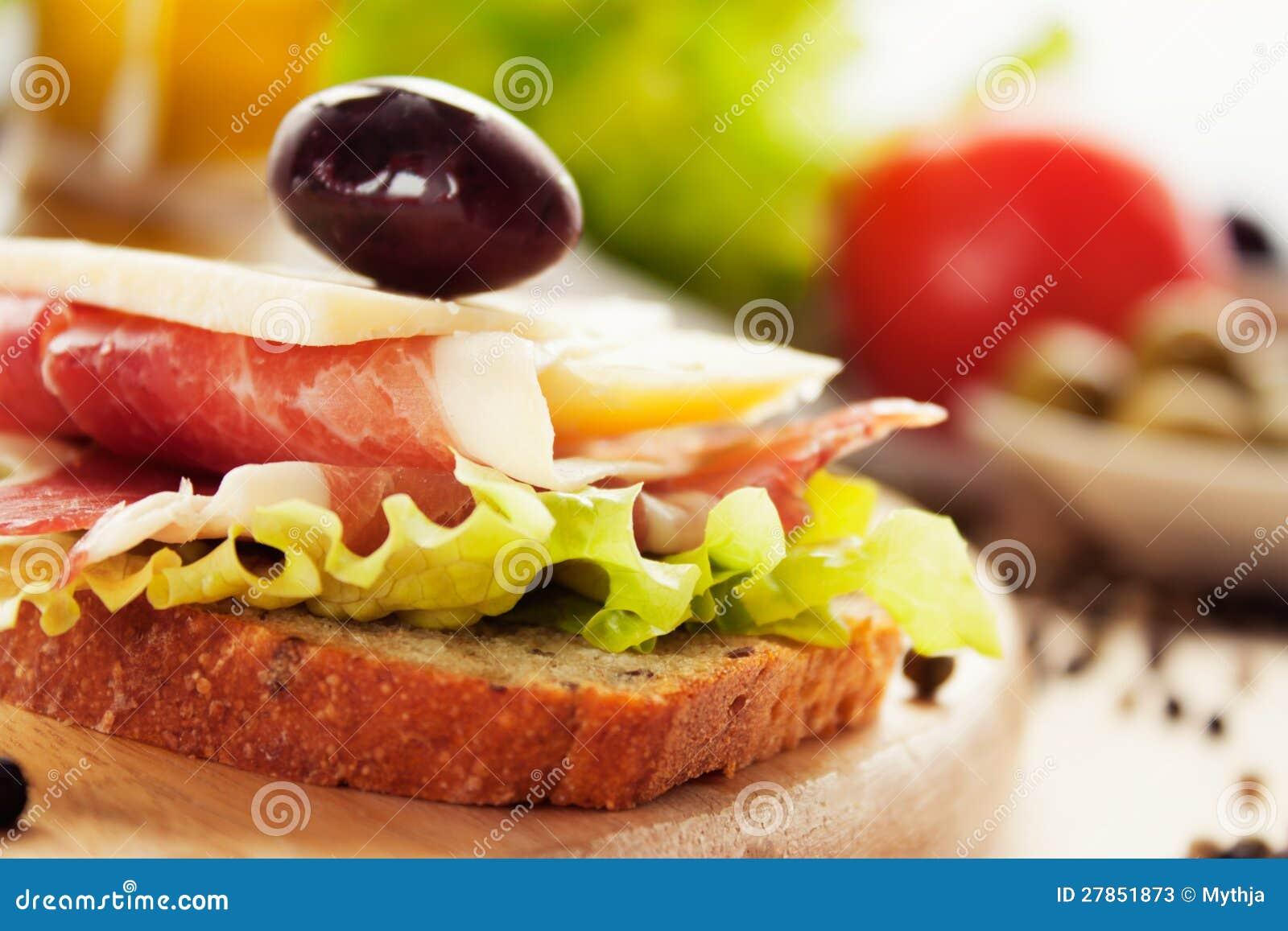 Prosciutto i serowa kanapka