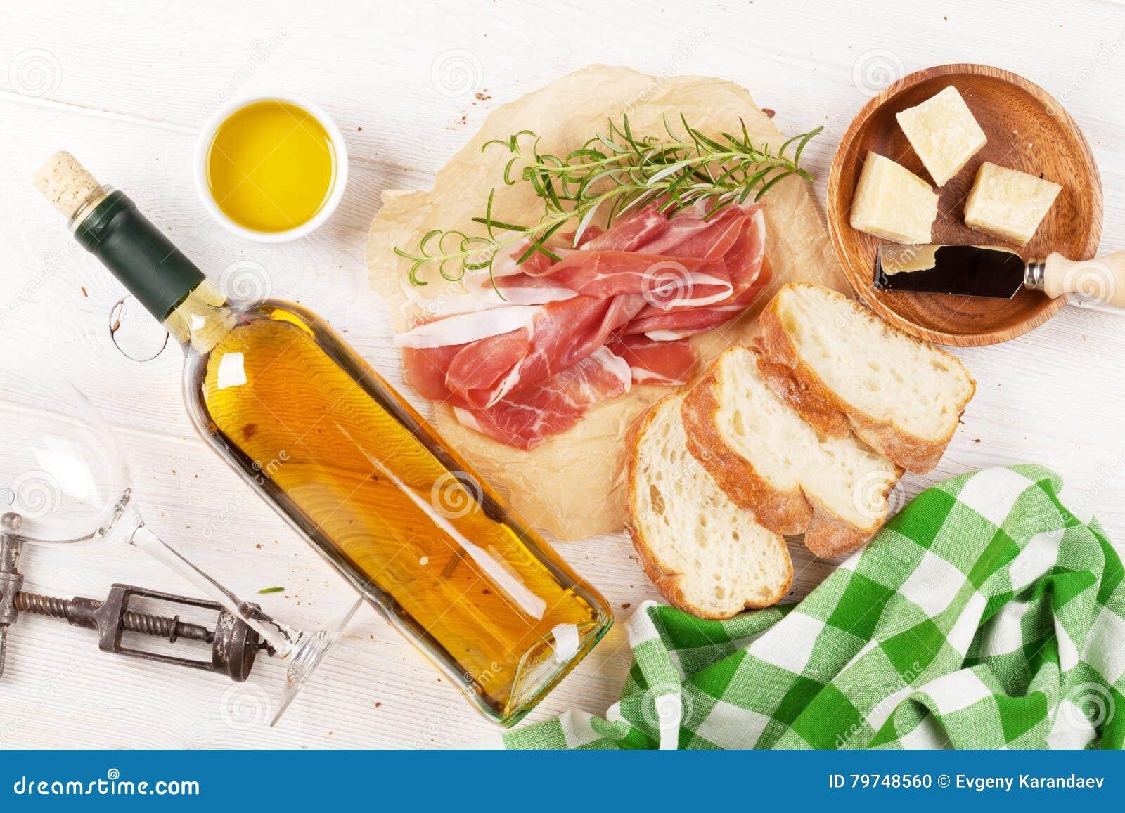 Prosciutto, vino, aceitunas, parmesano y aceite de oliva