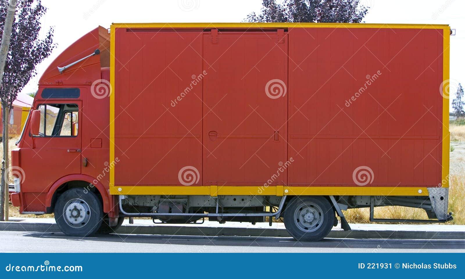 Prosta na czerwono ciężarówki van Widok