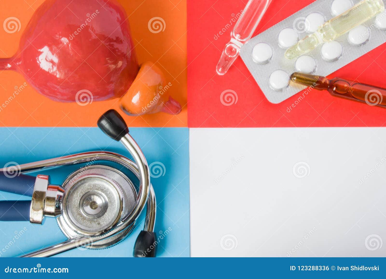 Prostata di sanità o medica di progetto di concetto dell foto-organo, stetoscopio medico diagnostico dello strumento e pillole de
