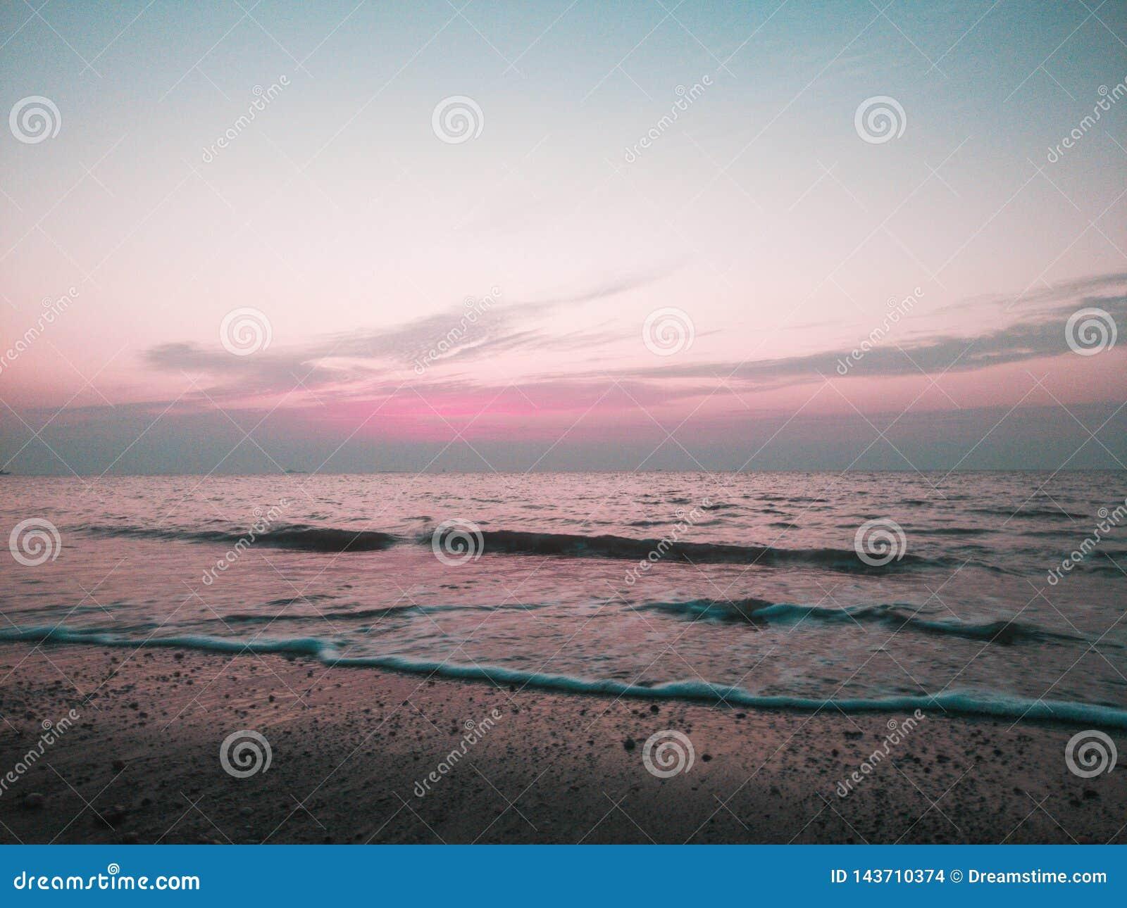 Prosty plażowy zmierzch