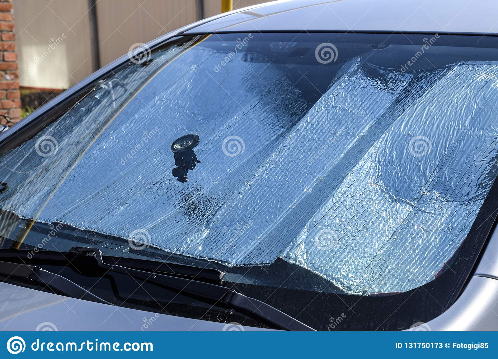 Protection of the car panel from direct sunlight. Sun Reflector windscreen