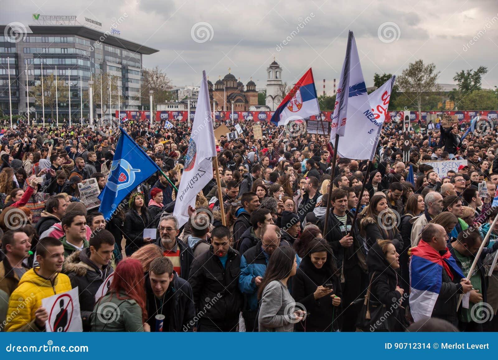 Protest tegen verkiezing van eerste Aleksandar Vucic als voorzitter, Belgrado