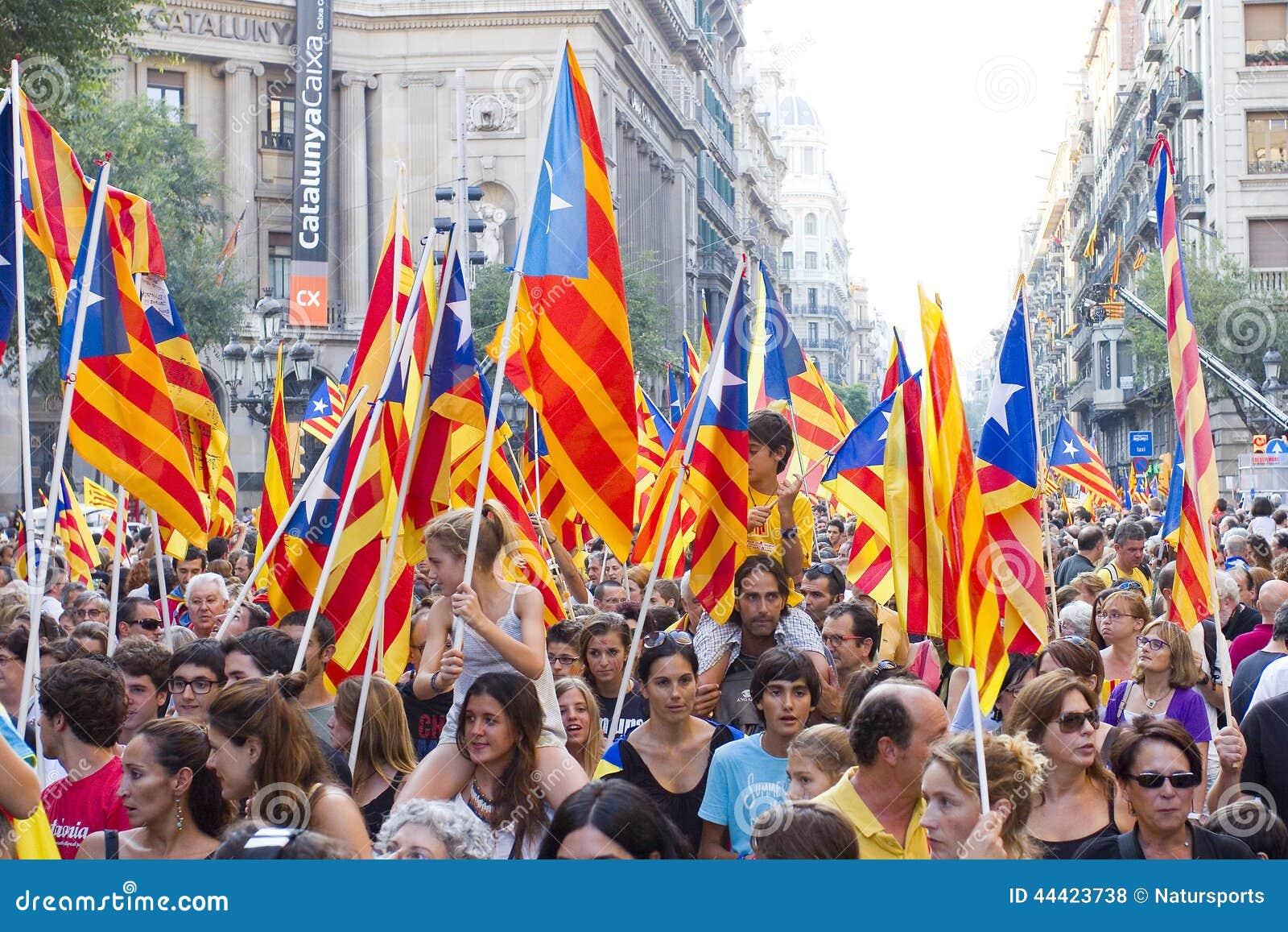 Risultati immagini per FOTO DELLA PROTESTA DELLA CATALOGNA