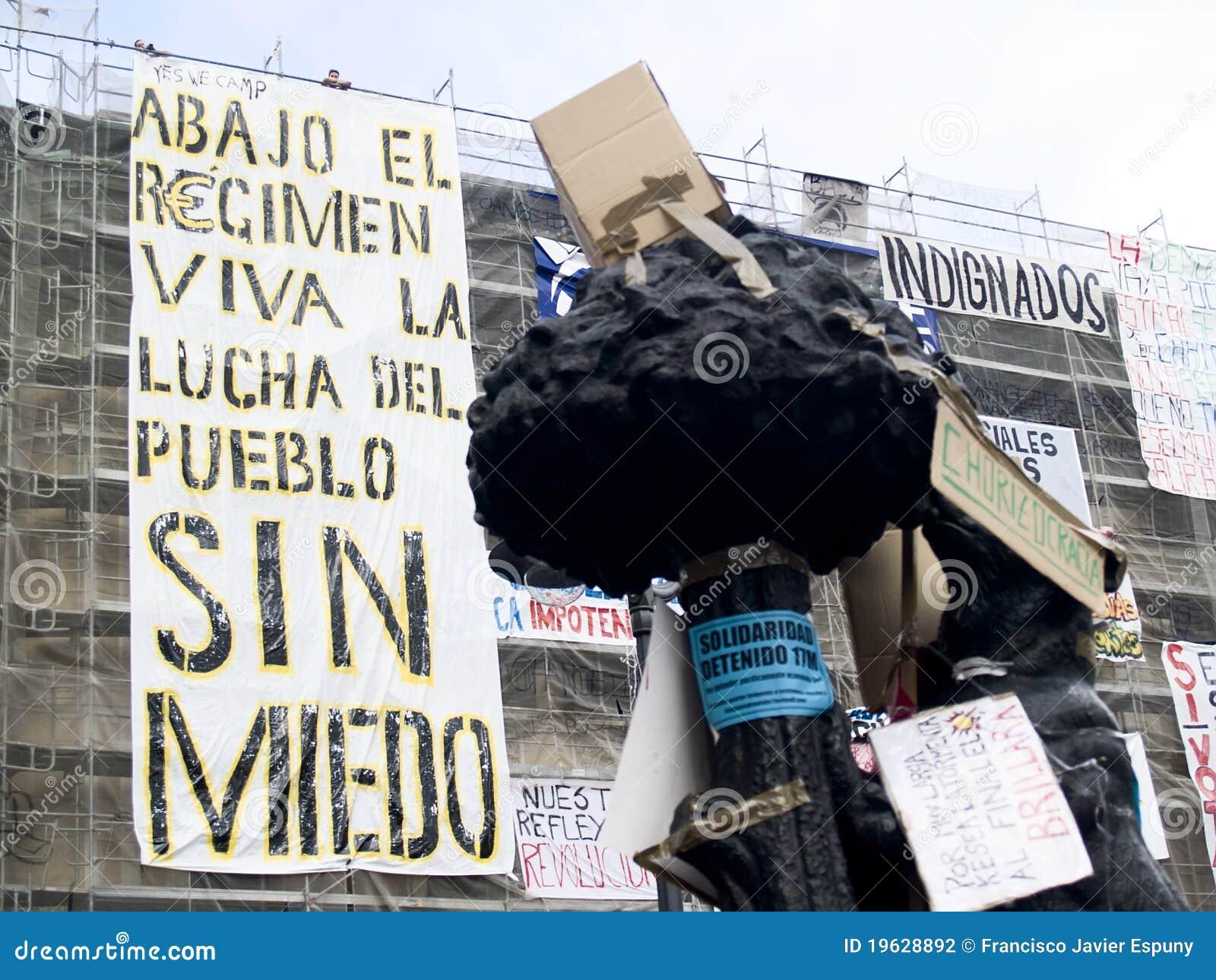 Protestacyjna rewolucja podpisuje spanish