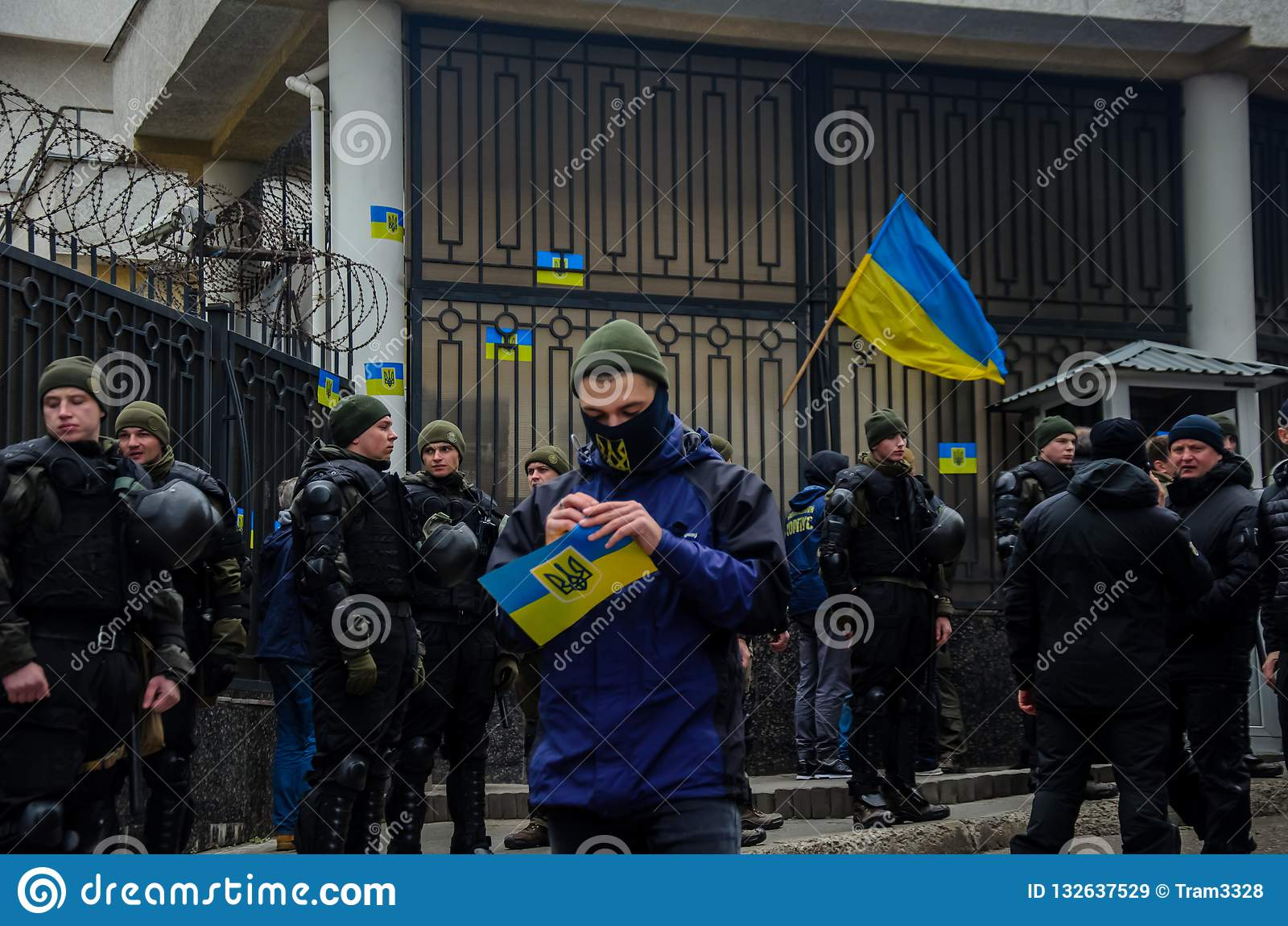 Protestas de patriotas ucranianos cerca del consulado general de la Federación Rusa en Odessa contra la agresión de Rusia