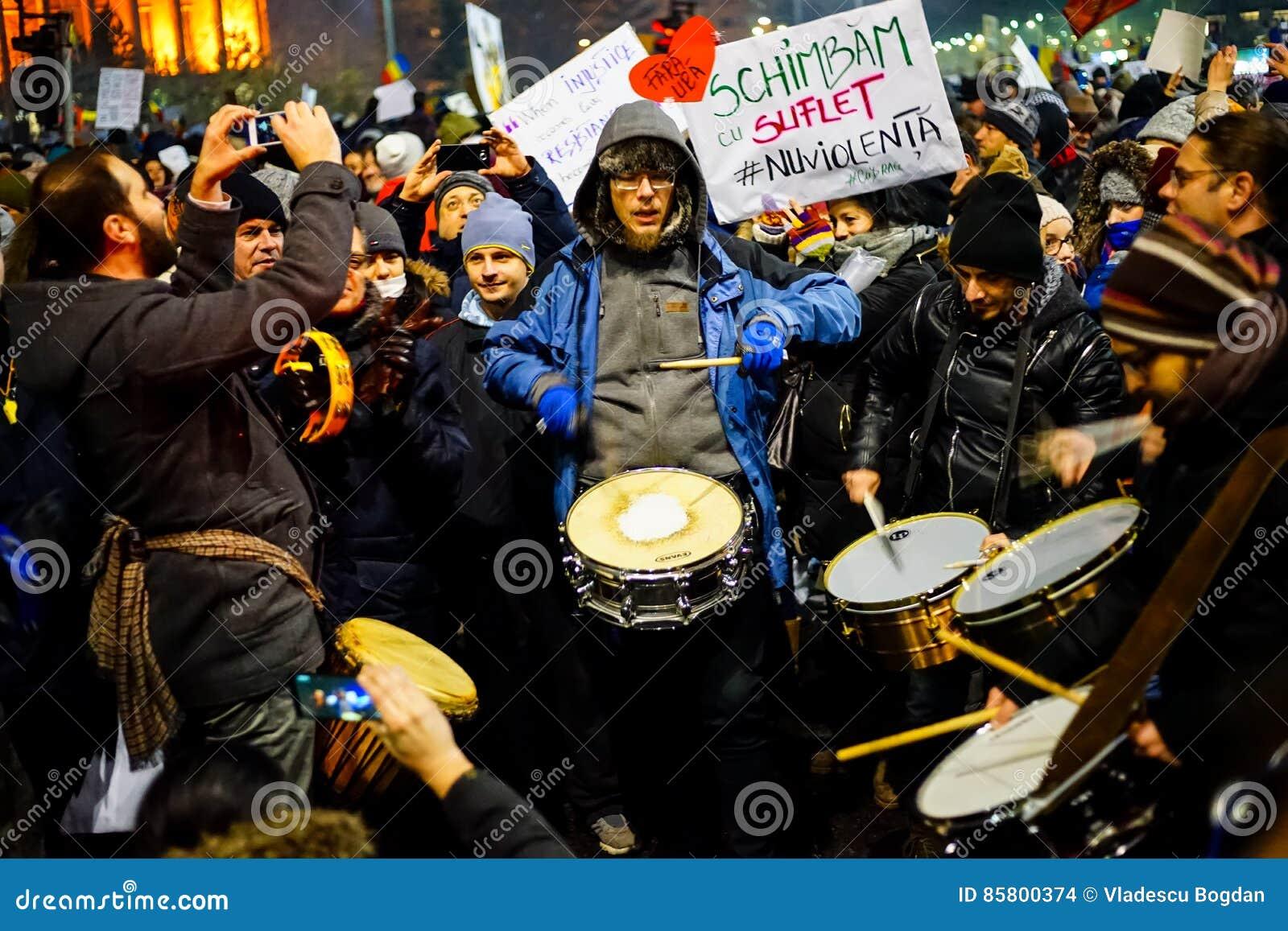 Protesteerders met trommels, Roemenië
