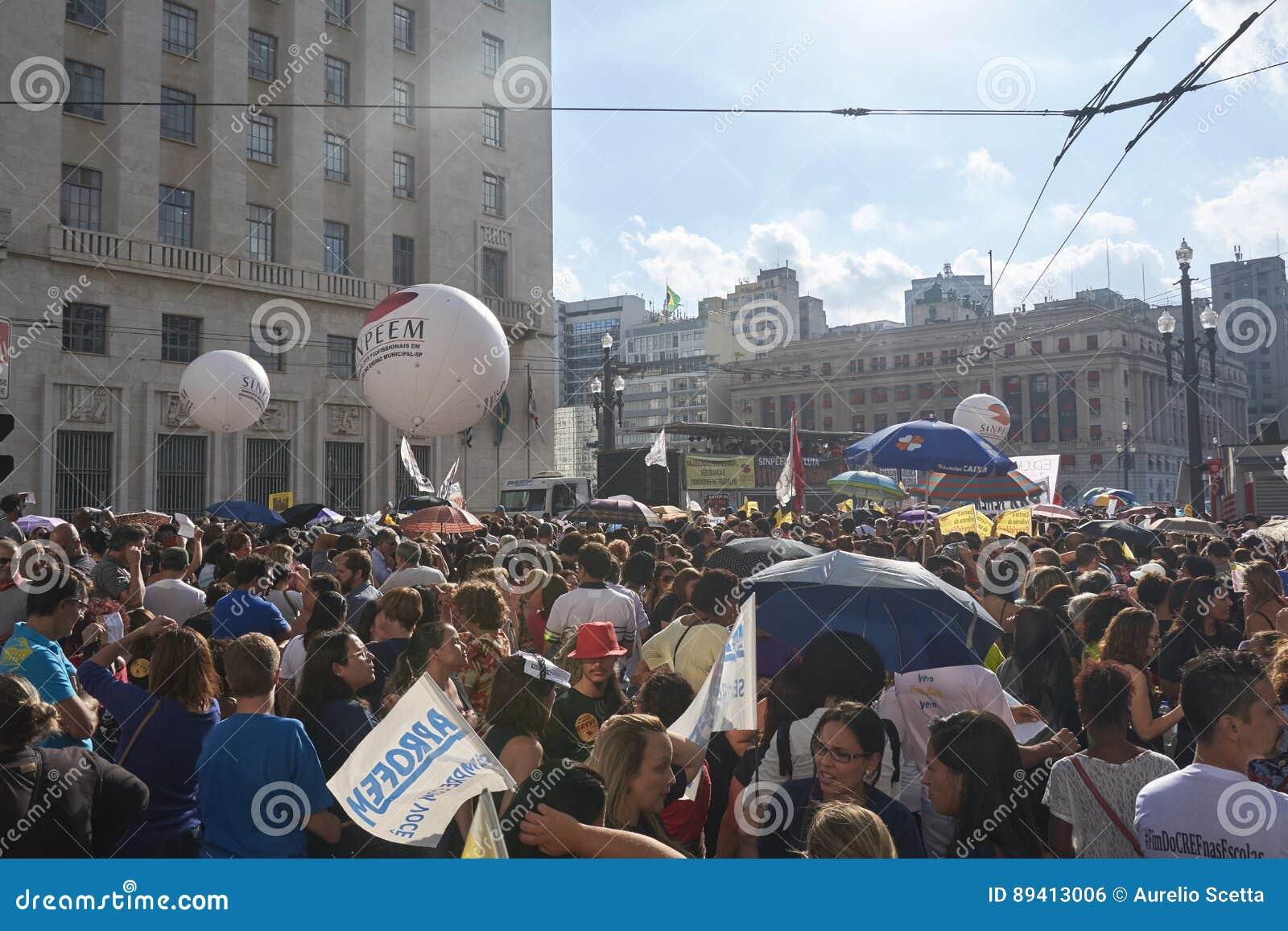 Protesto dos professores contra a reforma da segurança social Sao Paulo, Brasil