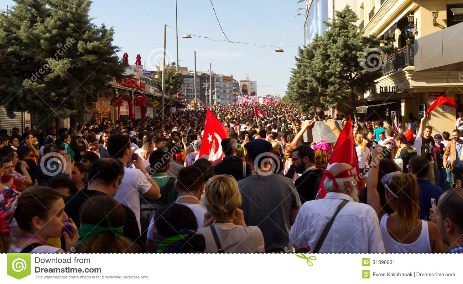 In concession, Erdogan halts Istanbul park plans, for now