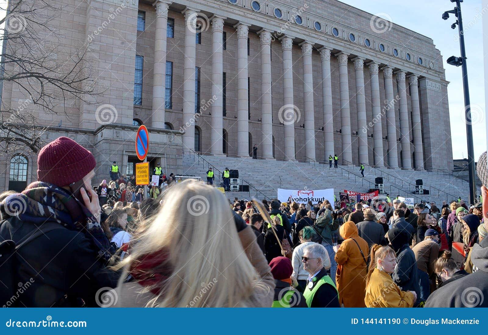 Protestuje przeciw rządowej bierności na zmiana klimatu, Helsinki, Finlandia