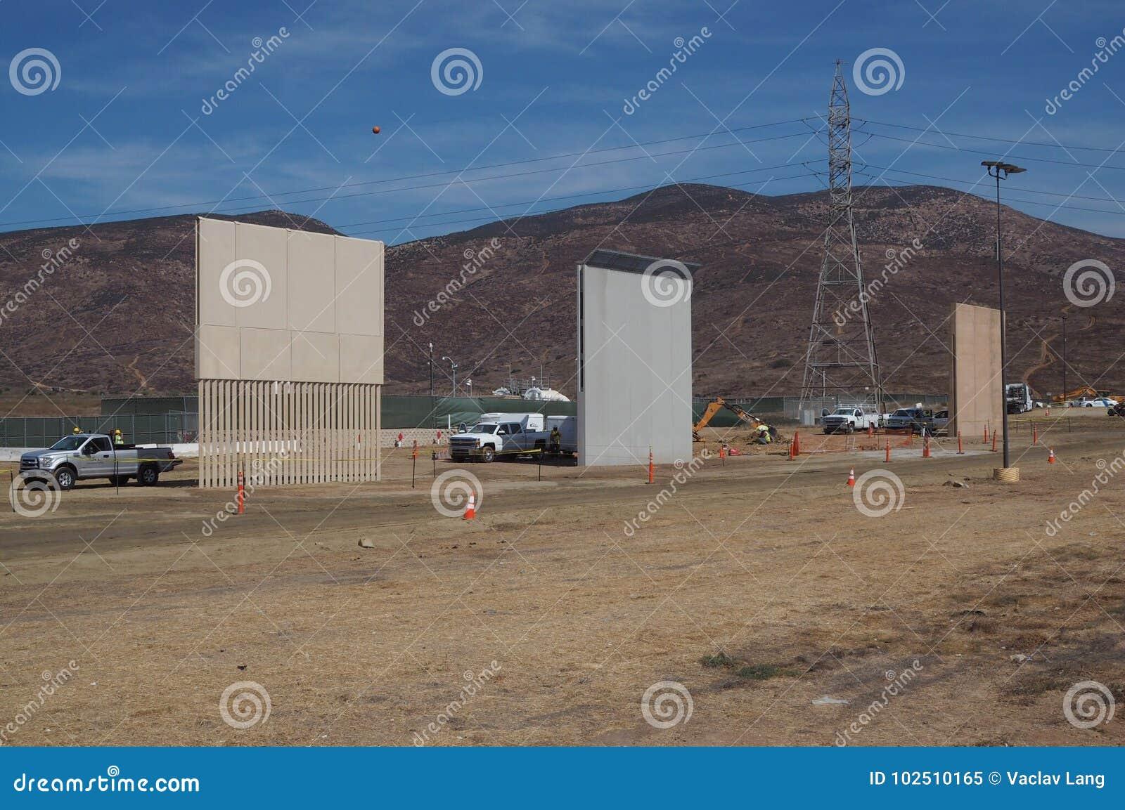 Prototipi della parete di Trump's che è completata