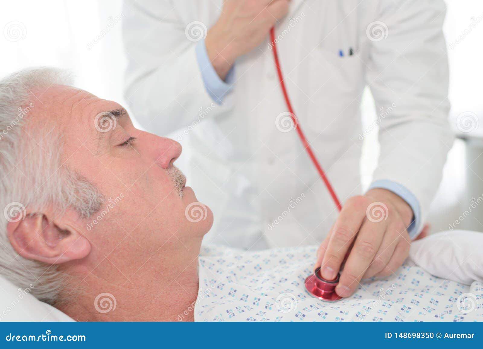 Prova con il metro di pressione sanguigna