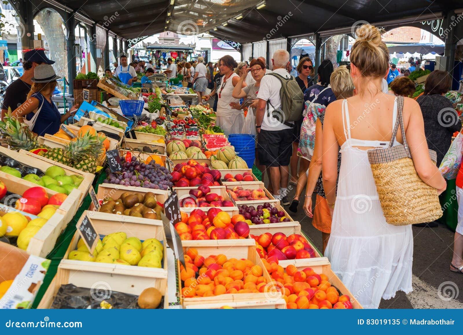 Provencal marknad i Cannes, franska Riviera, Frankrike