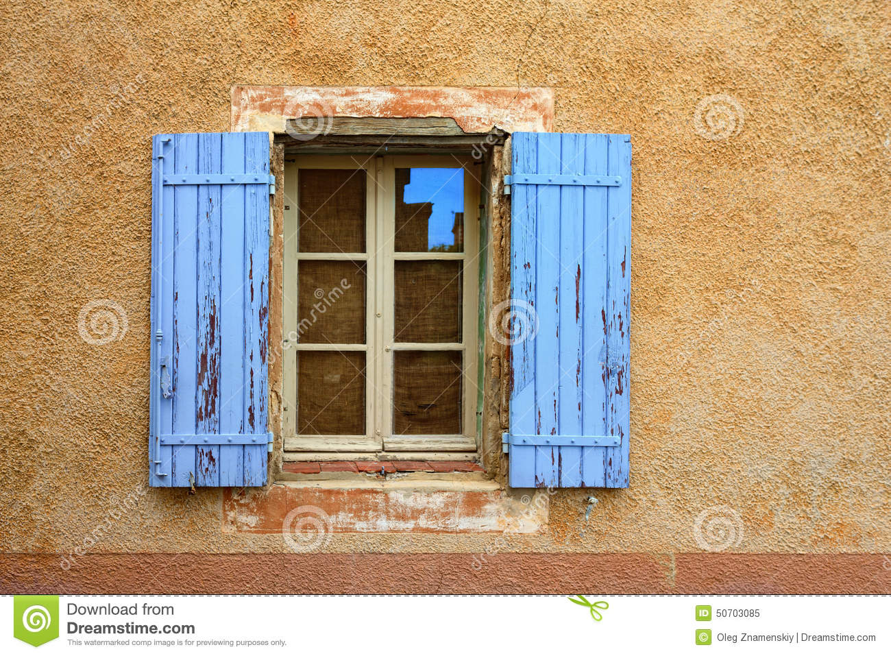 Provence france open window stock image image 50703085 for Artisan france fenetre