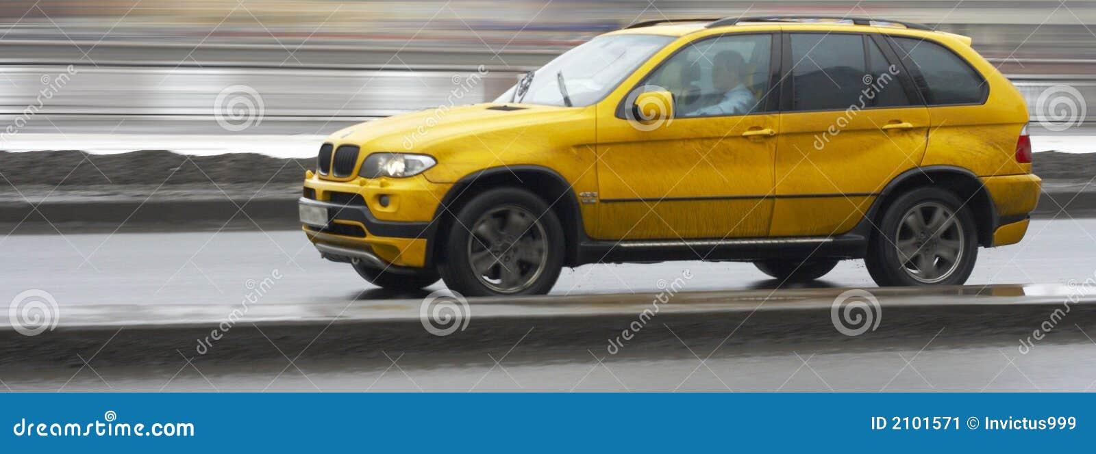 Prowadzenia samochodu suv postu x 5 niemiecki luksusowy żółty
