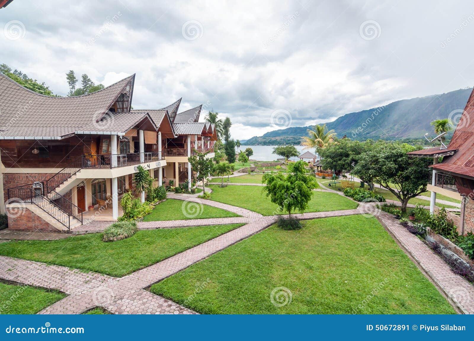 Proximidades do lago exteriores luxuosas e bonitas da casa - Exteriores de casas de campo ...