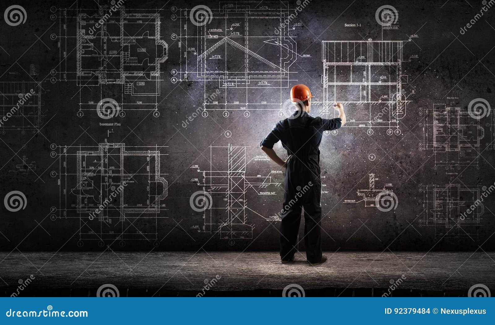 Proyecto del drenaje del hombre del constructor