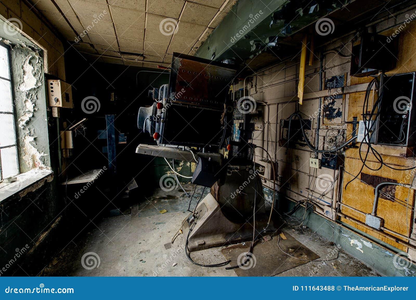 Proyector sin igual antiguo de Magnarc - Victory Theater - Cleveland abandonadas, Ohio